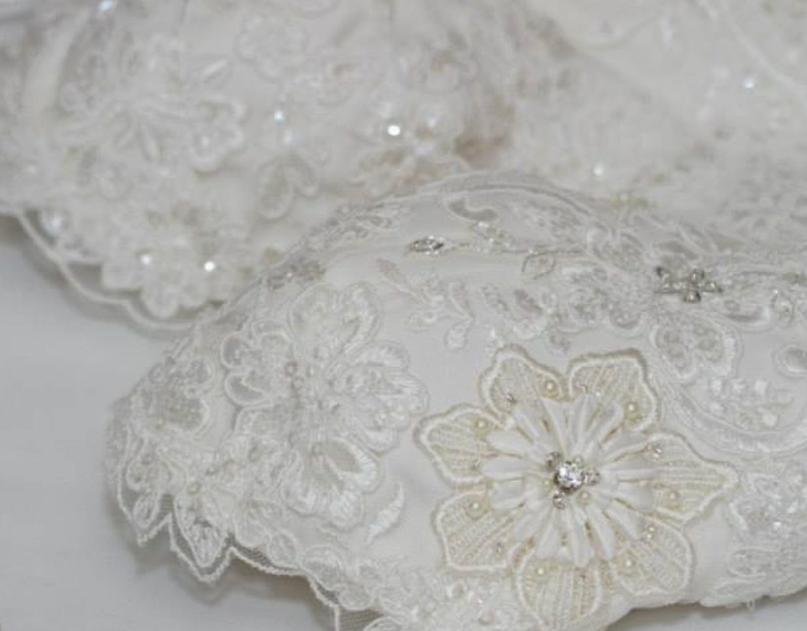 scalloped lace - melbourne weddings - melbourne dresses - lace details - hand beading - hand sewing